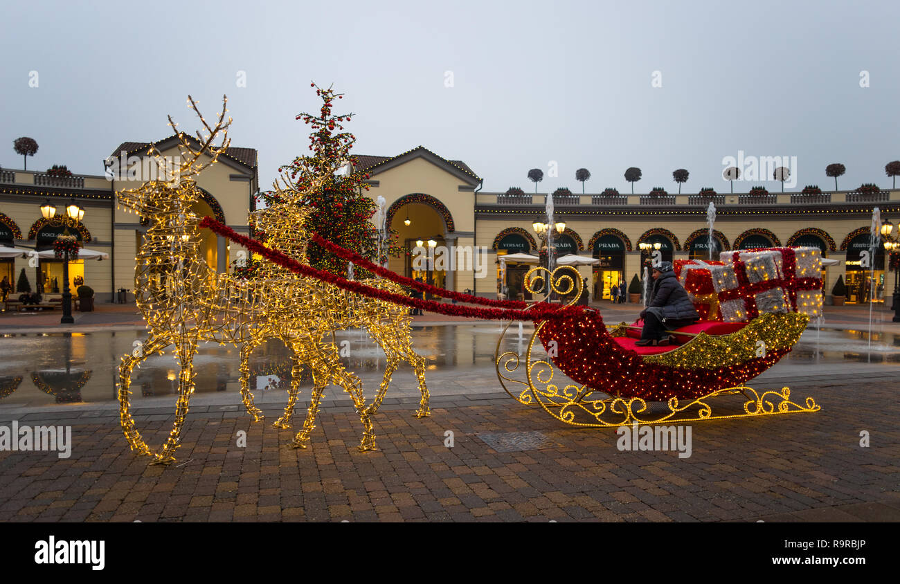 Outlet and christmas stock photos outlet and christmas for Outlet near milan