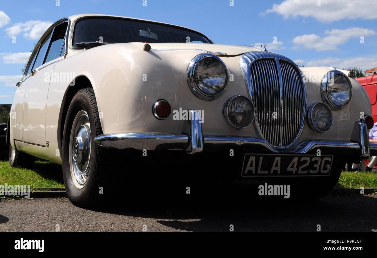 NEW DAIMLER V8 250 AIR FILTER 1967-1969