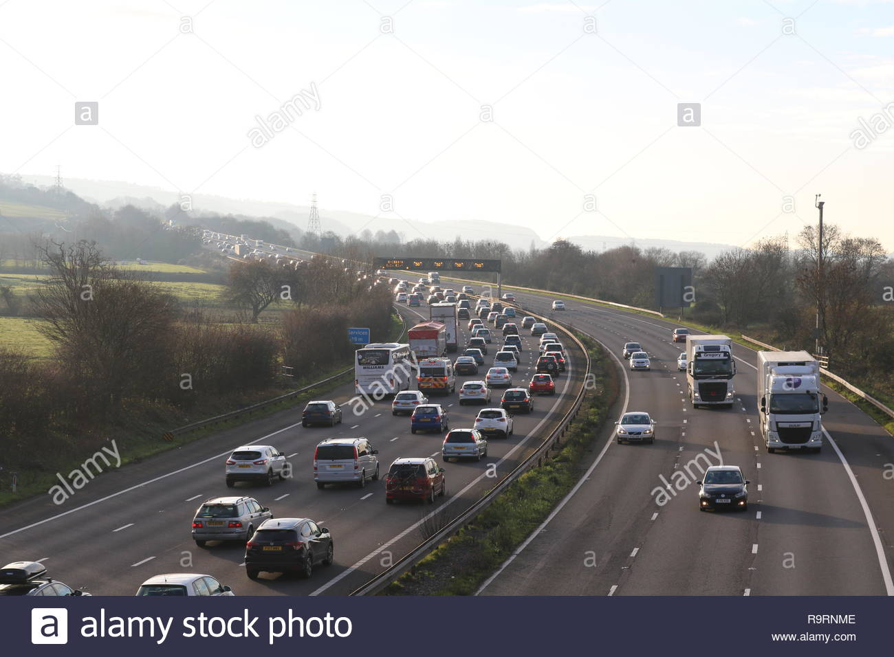M5 motorway, Portishead, Somerset, UK. 27th December 2018. Heavily queueing traffic on the M5 southbound between junction 19 (Gordano Services) ...