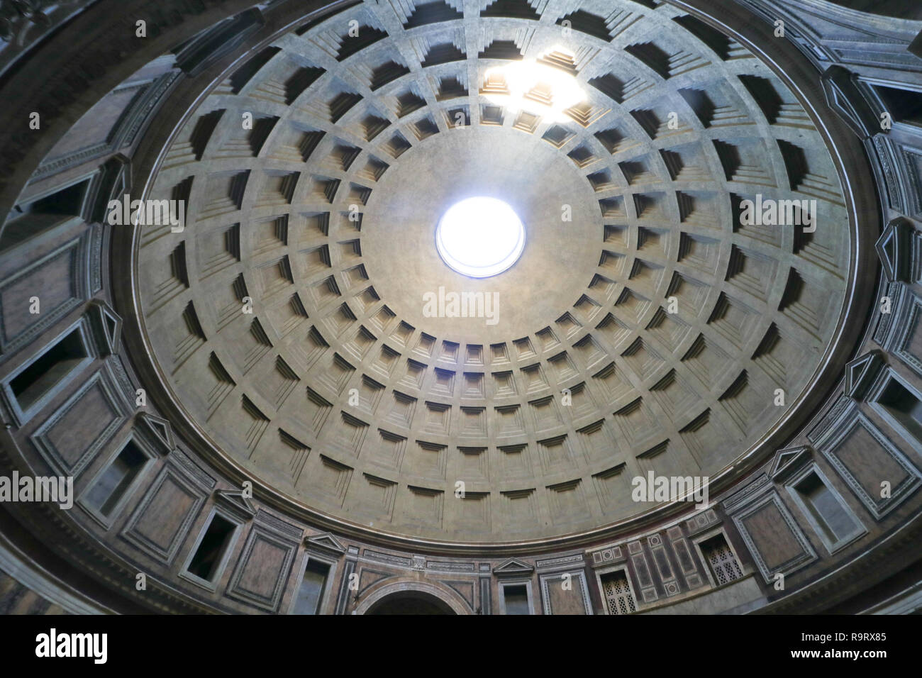 Rome, Italy. 28th Dec, 2018. Italian culture minister Alberto Bonisoli has scrapped plans by the previous government to charge visitors an entry fee into the Pantheon, one of the most visited sites in the city of Rome which attracted 7.4 million visitors in 2017. Former culture minister Dario Franceschini had planned to charge a €2 entry fee to visitors of the Pantheon, following an agreement between the culture ministry and the Rome vicariate Credit: amer ghazzal/Alamy Live News Stock Photo