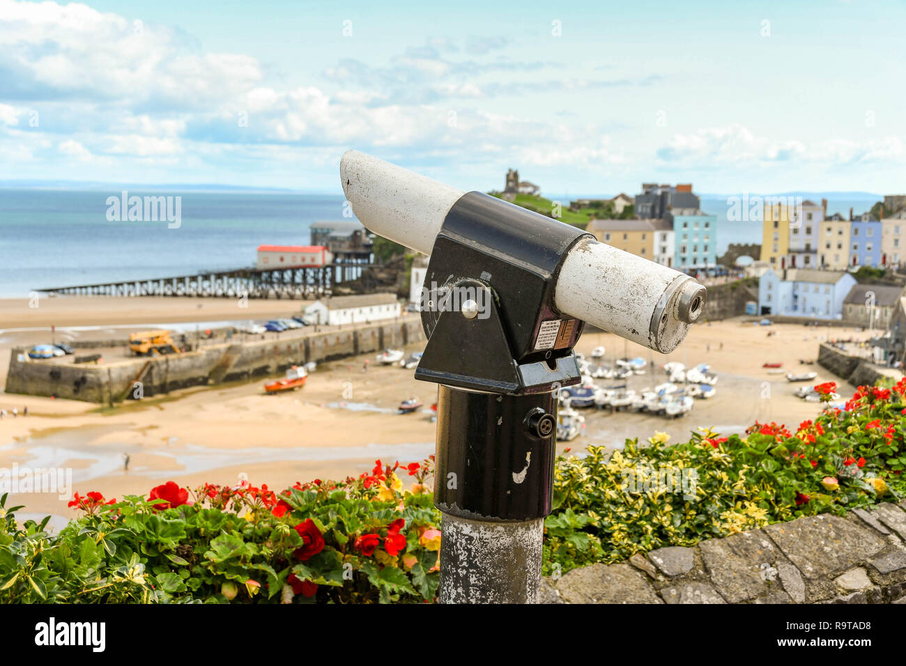 TENBY, PEMBROKESHIRE, WALES - AUGUST 2018: Coin-operated binoculars for visitors to view the scenery in Tenby, West Wales. - Stock Image