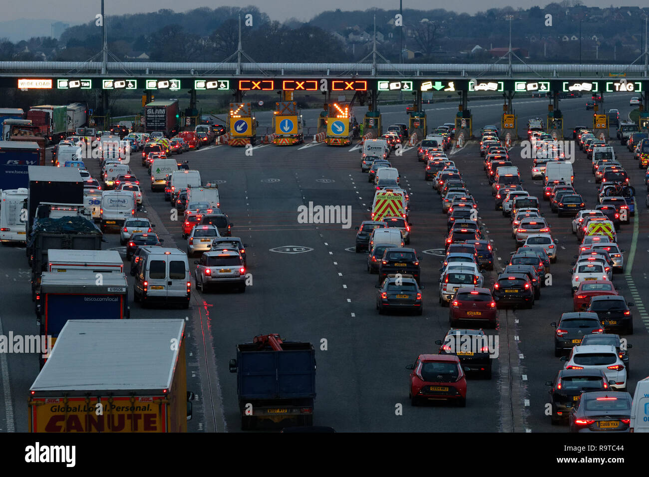 Pictured: Long queues of cars at the Severn Bridge tolls on the westbound carriageway of the M4 in south Wales, UK. Friday 14 December 2018 Re: Work t Stock Photo