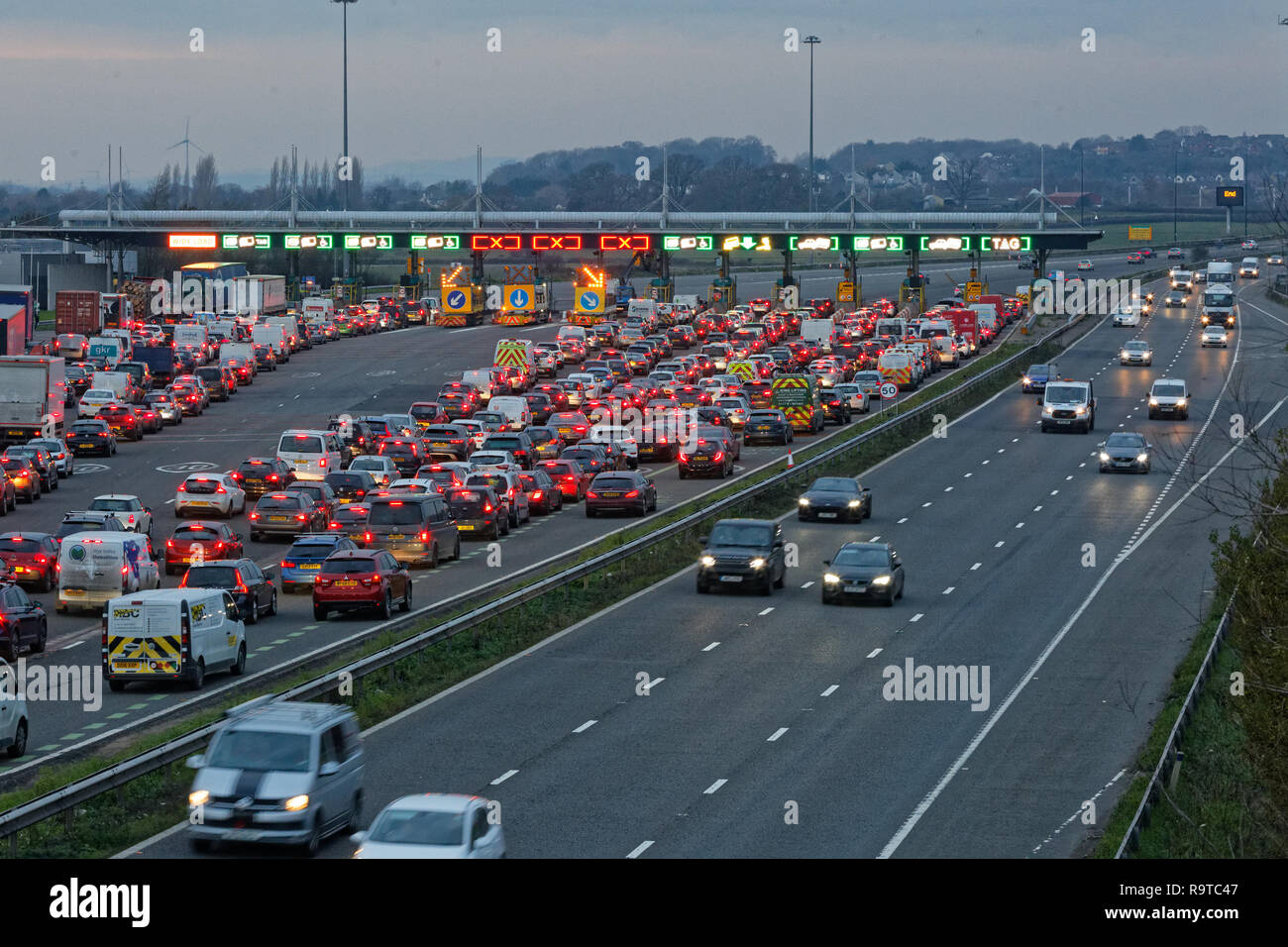 Pictured: Long queues of cars at the Severn Bridge tolls on the westbound carriageway of the M4 in south Wales, UK. Friday 14 December 2018 Re: Work t - Stock Image