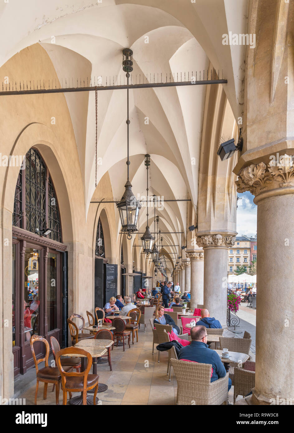 Cafe in the arcade round the Cloth Hall (Sukiennice), Main Square (Rynek Główny), Kraków, Poland - Stock Image