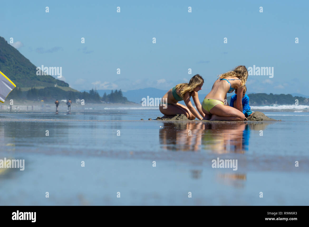 Tauranga New Zealand December 18 2018 Long View Beautiful Ocean Beach With People Enjoying The Weather And Beach Activities Stock Photo Alamy Current conditions, warnings and historical records. https www alamy com tauranga new zealand december 182018 long view beautiful ocean beach with people enjoying the weather and beach activities image229820839 html