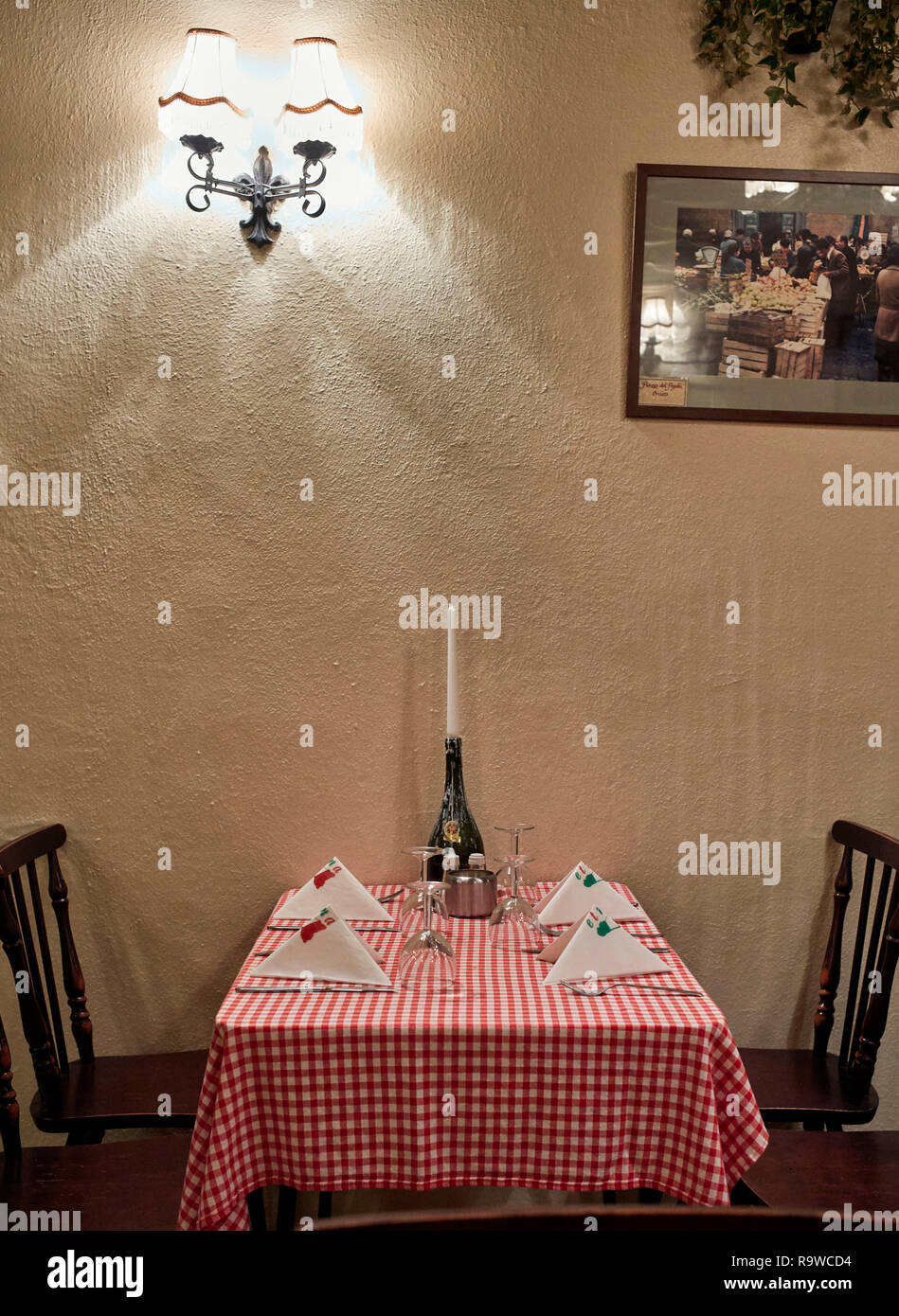 Interior of traditional Italian restaurant with red and white chequed tablecloths in Lancaster, northern Britain - Stock Image