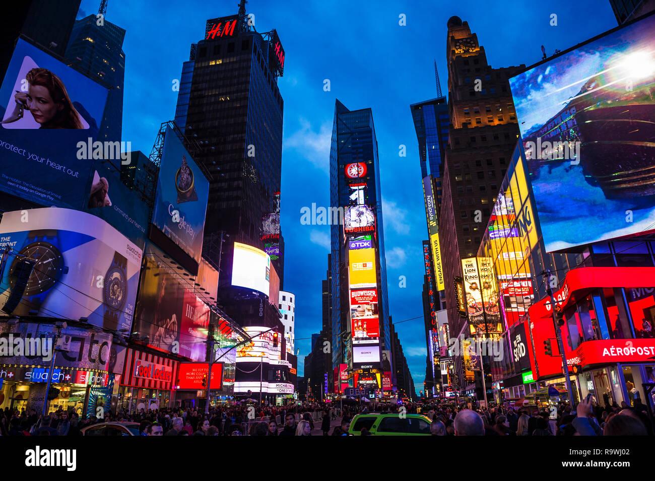 509cd5e13d0 NEW YORK CITY - CIRCA DECEMBER