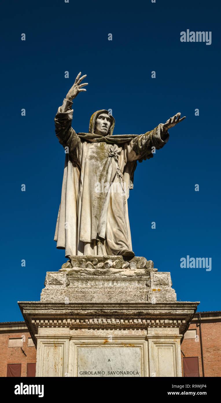 Girolamo Savonarola statue, Piazza Savonarola at Corso Martiri della Liberta in Ferrara, Emilia-Romagna, Italy - Stock Image