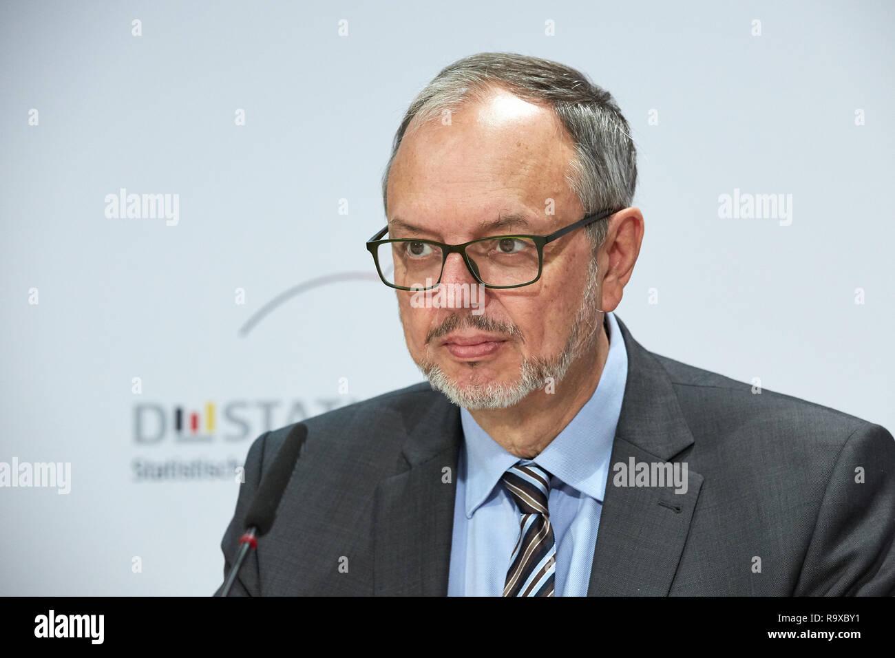 18.10.2018, Berlin, Deutschland - Dr. Georg Thiel -Praesident des Statistischen Bundesamtes. 00R181018D036 [MODEL RELEASE: NO, PROPERTY RELEASE: NO (c - Stock Image