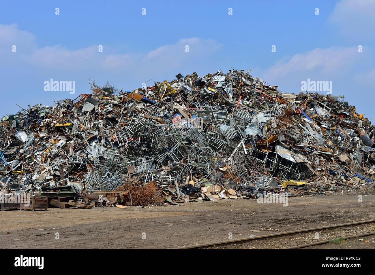02.05.2018, Duisburg, Nordrhein-Westfalen, Deutschland. Schrottinsel im Duisburger Binnenhafen. Betreiber der Schrottinsel ist die TSR Recycling GmbH  Stock Photo