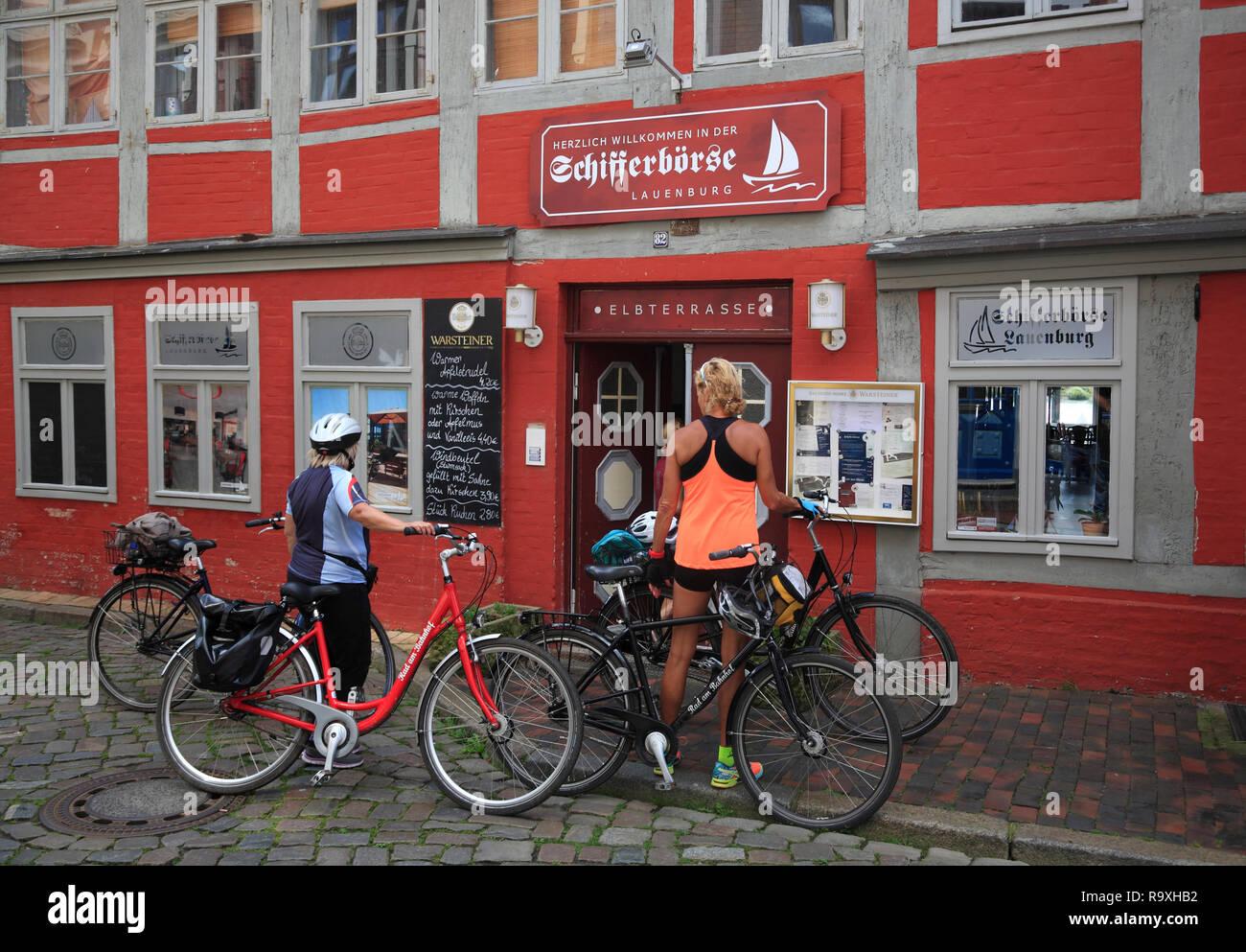 Biker in front of restaurant Schifferbörse, Lauenburg / Elbe, Schleswig-Holstein,  Germany, Europe - Stock Image