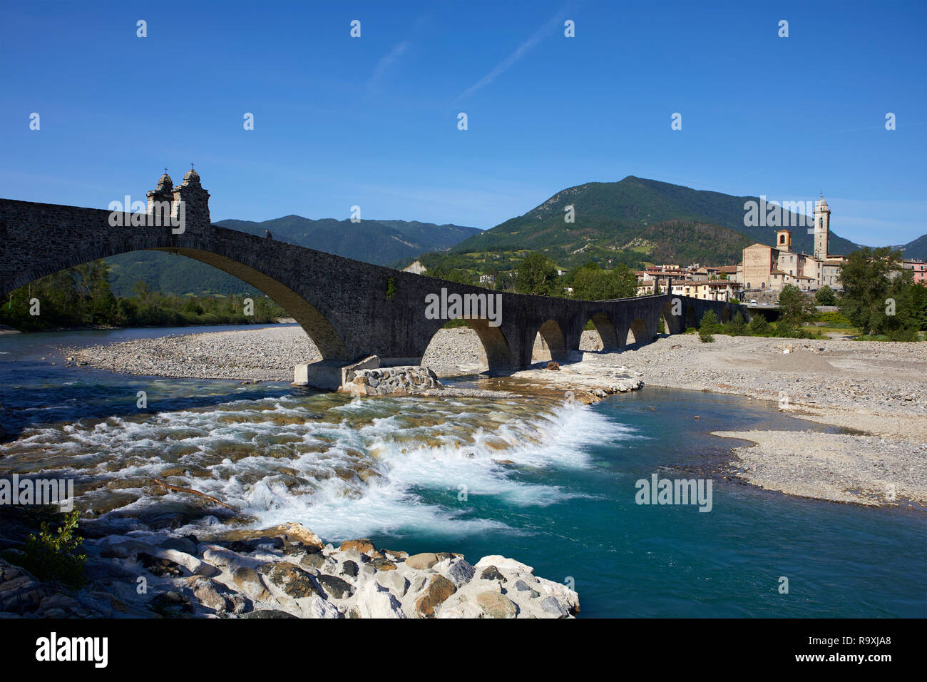 The old hunch-backed Bridge over the Trebbia river, Bobbio, Piacenza Province, Italy - Stock Image