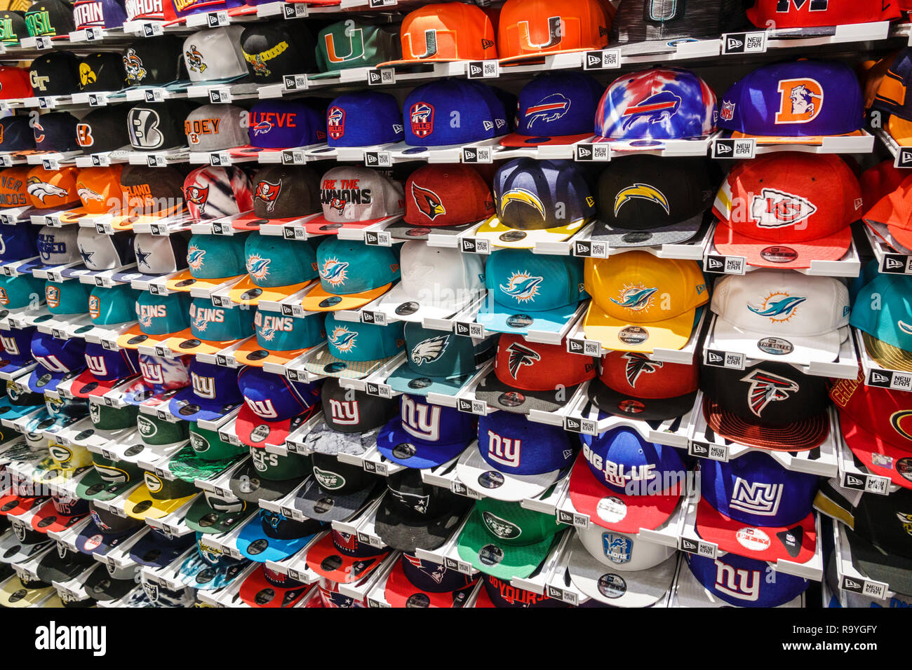 Fort Ft. Lauderdale Florida Sunrise Sawgrass Mills Mall shopping Globall Sports New Era teams team hats caps display sale - Stock Image