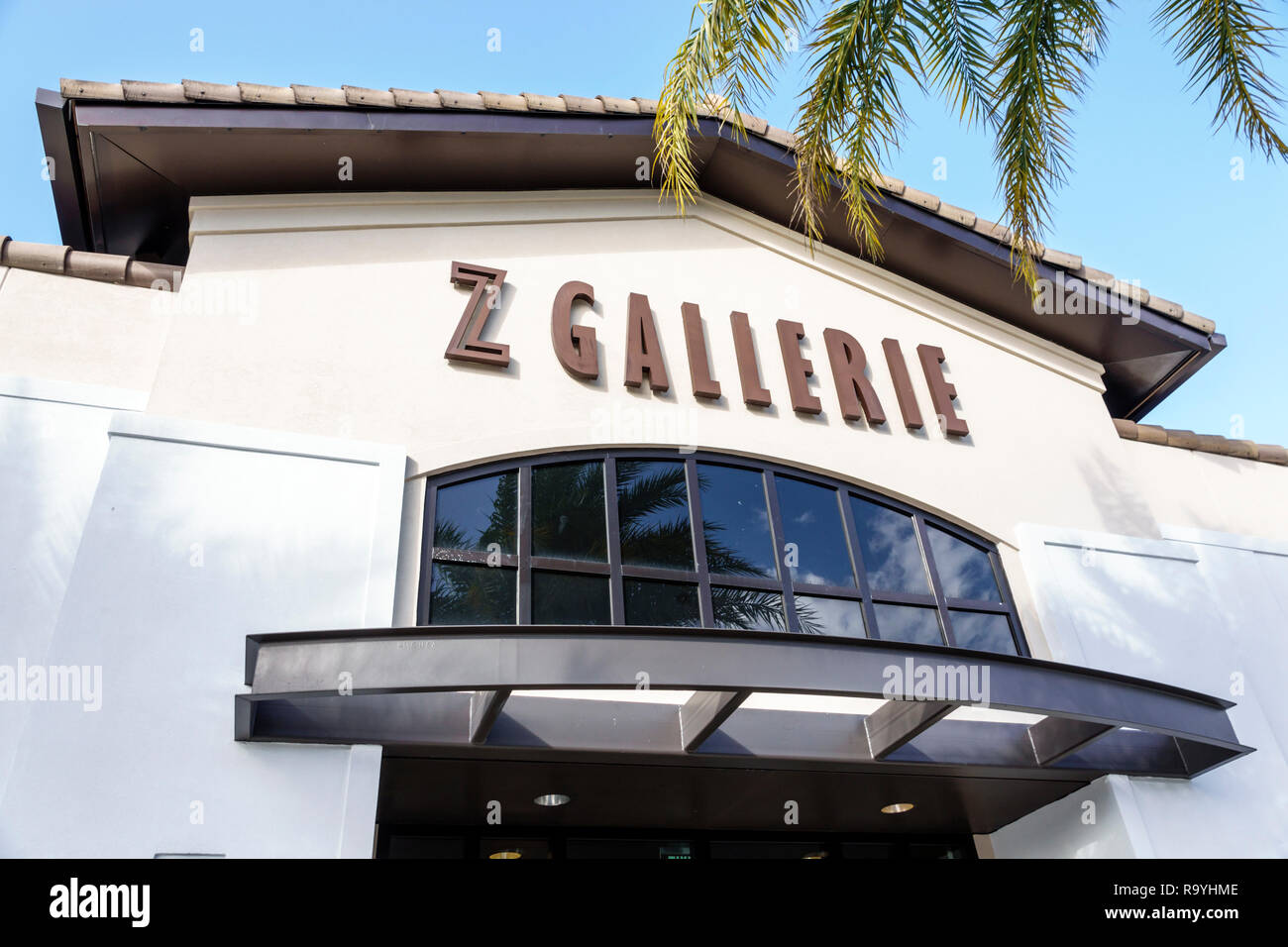 Fort Ft. Lauderdale Florida Pembroke Pines Shops At Pembroke Gardens mall shopping Z Gallerie front entrance home decor display sale - Stock Image