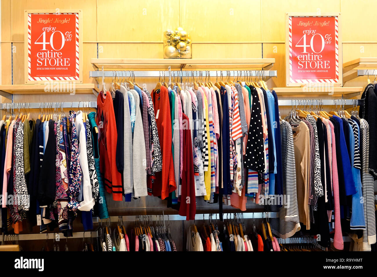 florida fort ft lauderdale pembroke pines shops at pembroke gardens mall talbots womens clothing fashion inside interior display sale product R9YHMT - Banana Republic Shops At Pembroke Gardens