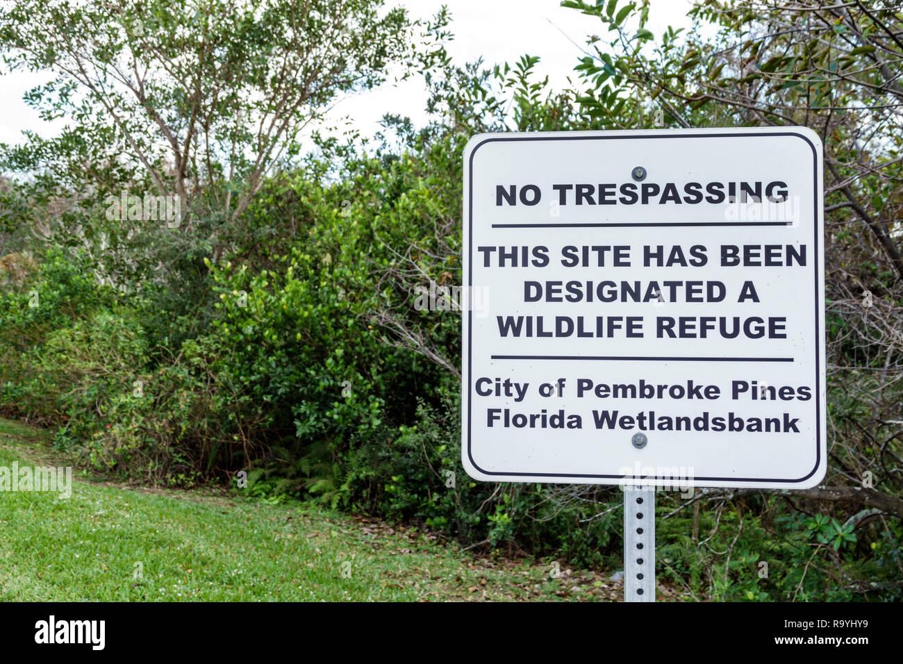 Fort Ft. Lauderdale Florida Pembroke Pines Chapel Trail Nature Preserve park sign no trespassing site designated wildlife refuge - Stock Image