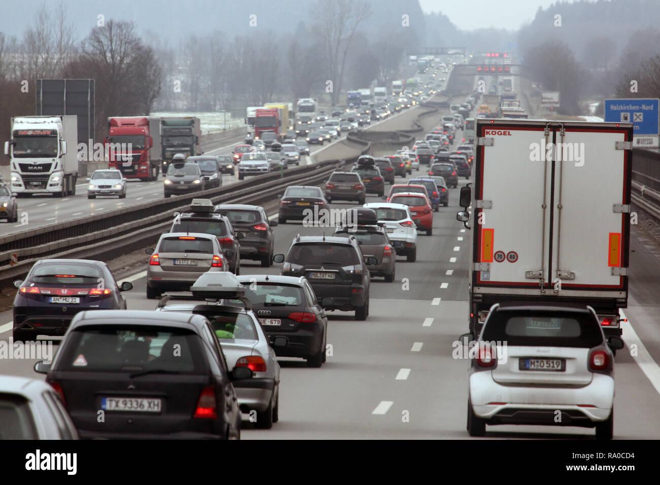 10.02.2018, Bayern, Holzkirchen, Deutschland, hohes Verkehrsaufkommen auf der A8 in Richtung Sueden. 00S180210D104CARO.JPG [MODEL RELEASE: NOT APPLICA Stock Photo