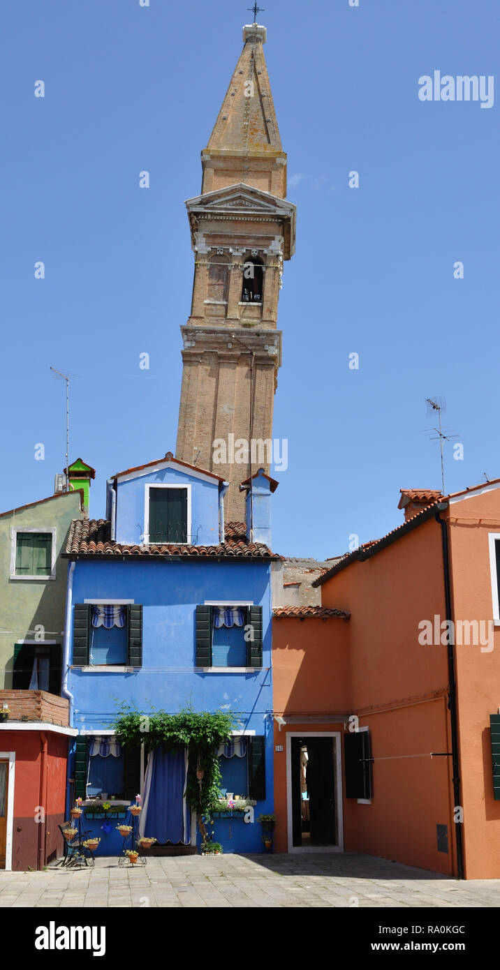 The leaning bell tower of Chiesa di San Martino on Burano, an island in the Venetian lagoon, Italy. - Stock Image