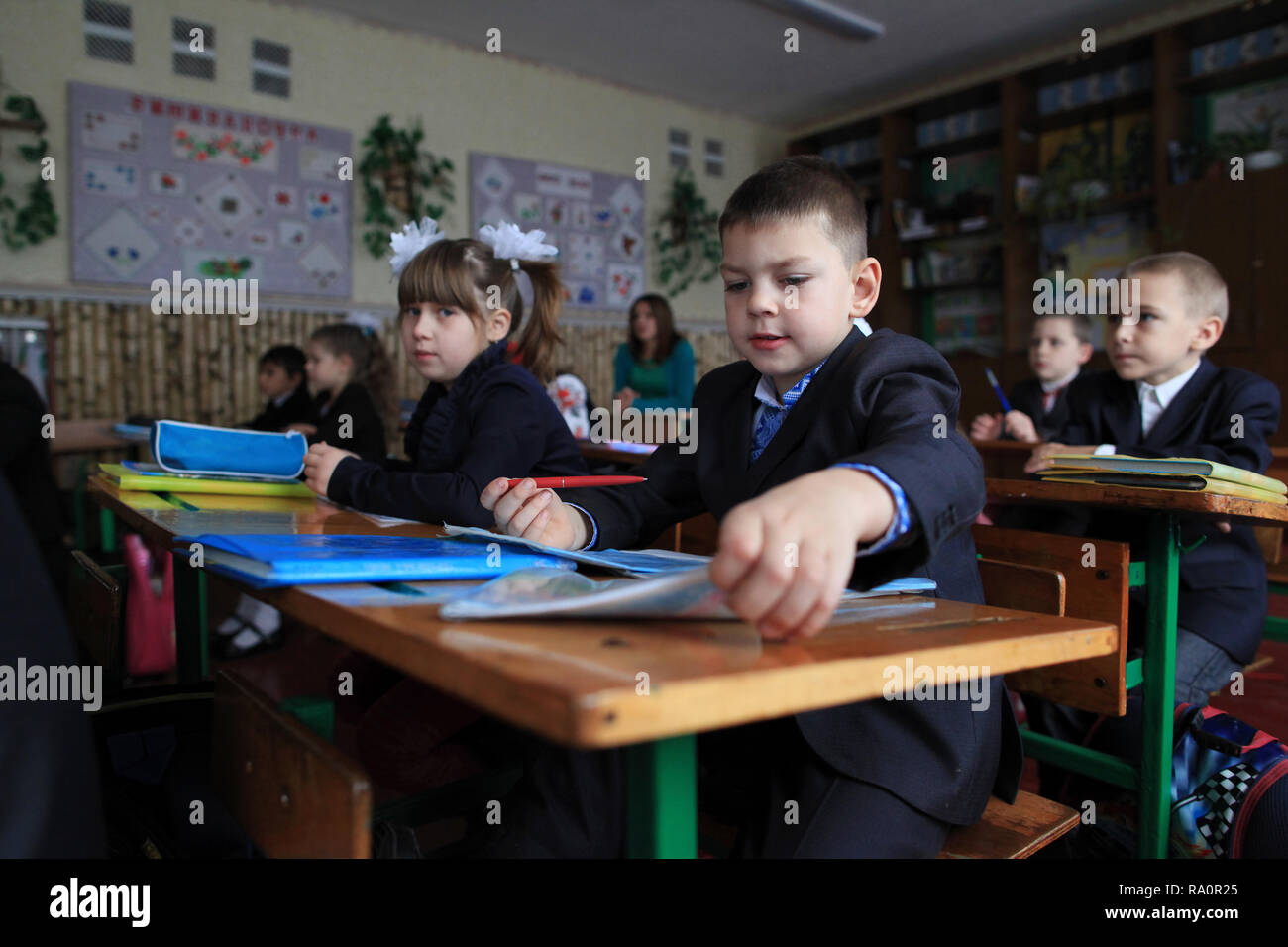 Ukrainian schoolchildren during the lesson at the school of Radinka.Even if it doesn't belong to the Chernobyl Exclusion zone,the area is contaminated - Stock Image