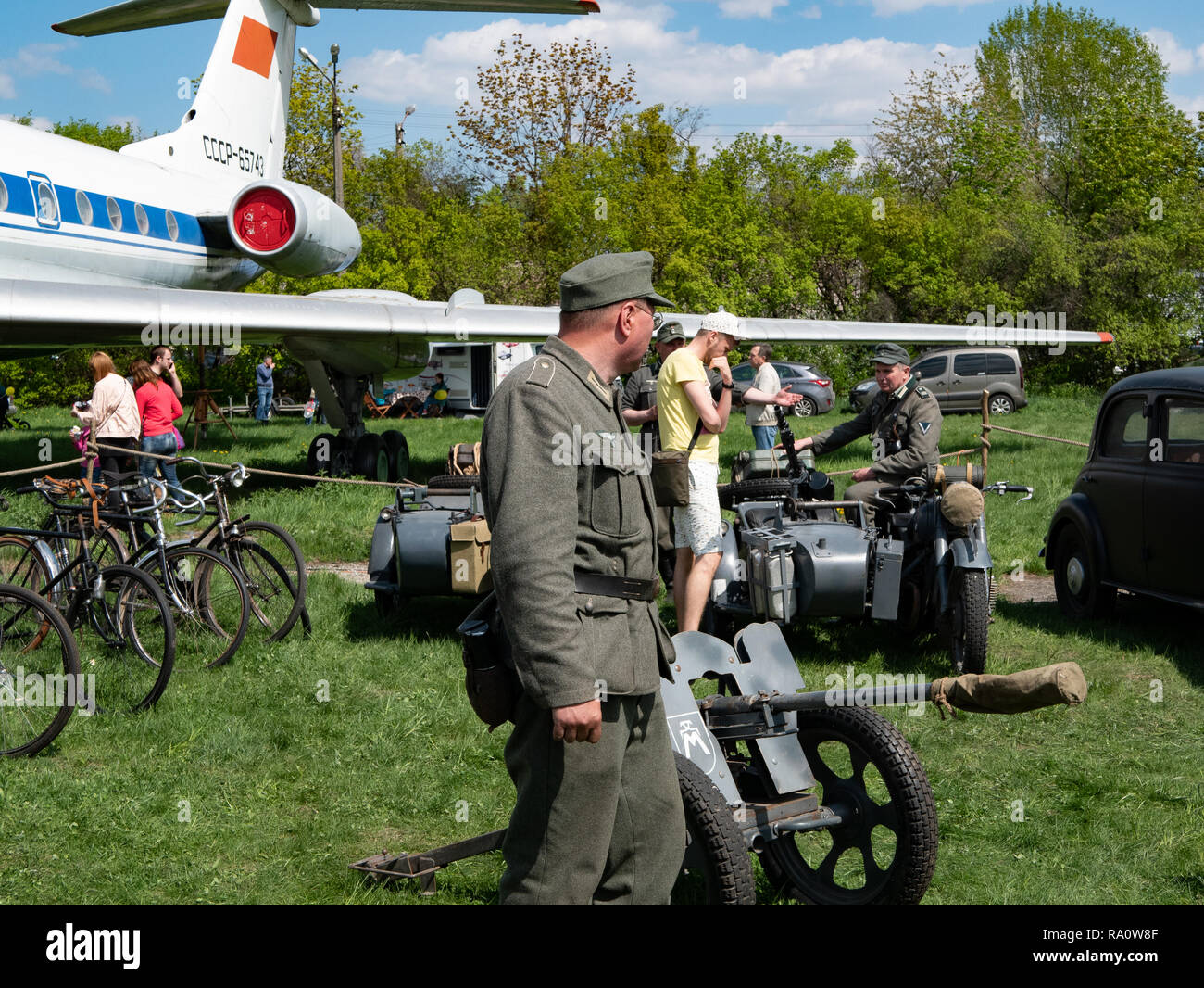 KYIV, UKRAINE - APRIL 28, 2018: Soldier in german military uniform near anti tank cannon at reenactment of World War II - Stock Image