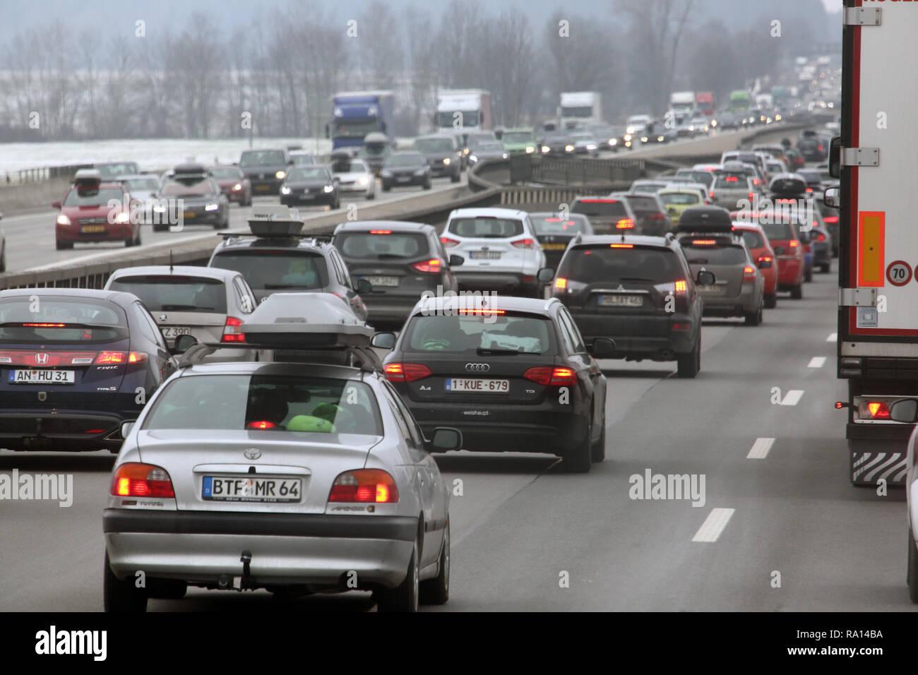 10.02.2018, Bayern, Holzkirchen, Deutschland, hohes Verkehrsaufkommen auf der A8. 00S180210D103CARO.JPG [MODEL RELEASE: NOT APPLICABLE, PROPERTY RELEA Stock Photo