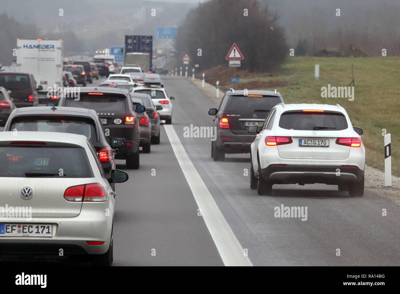 10.02.2018, Bayern, Allersberg, Deutschland, Seitenstreifen der A9 wurde wegen hohen Verkehrsaufkommens fuer den Verkehr freigegeben. 00S180210D111CAR Stock Photo