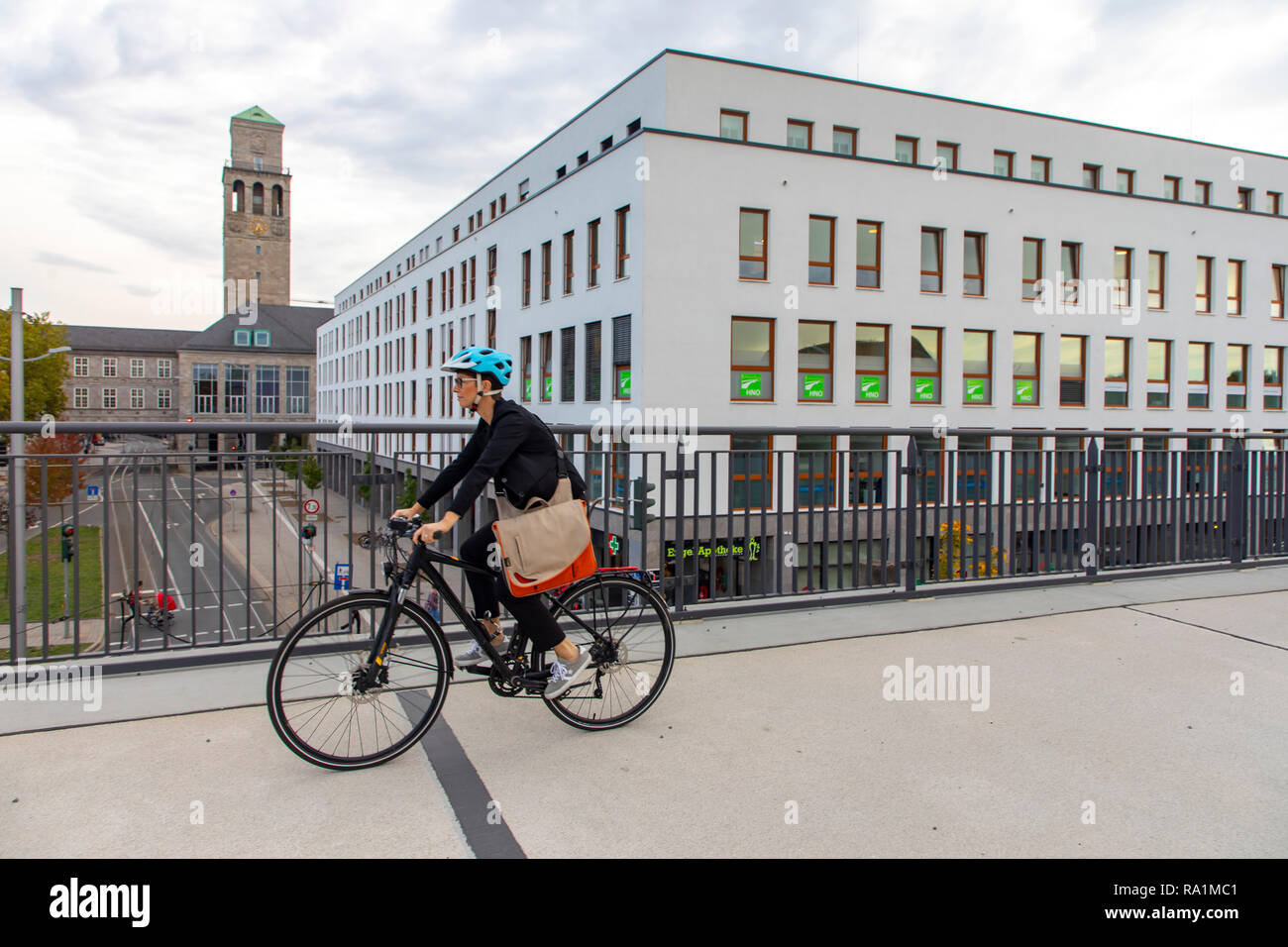 Fast cycling track, Radschnellweg RS1, in MŸlheim an der Ruhr, Germany, on a former railway viaduct, in the middle of the city center, commuter, with  Stock Photo