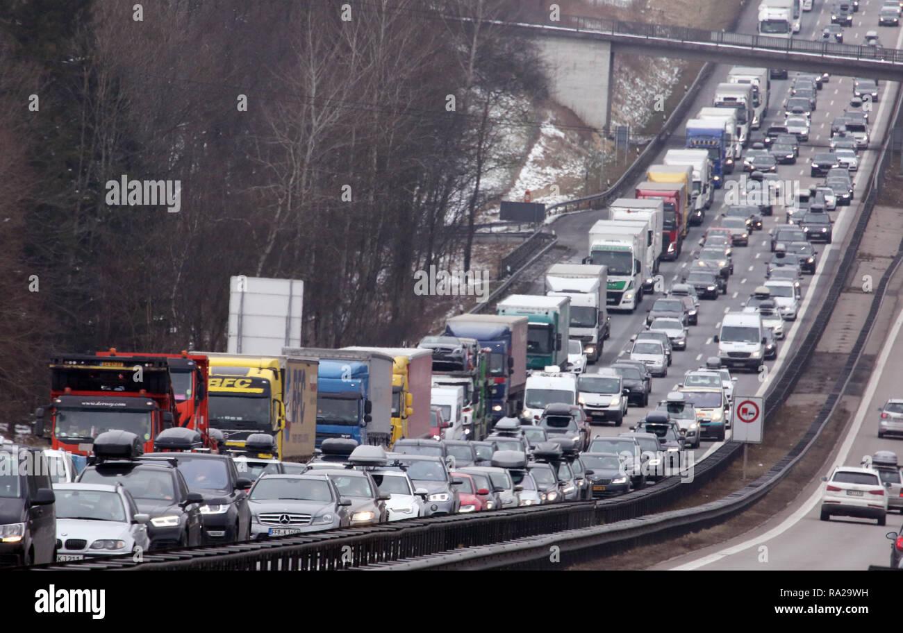 10.02.2018, Bayern, Holzkirchen, Deutschland, Stau auf der A8 in Richtung Sueden. 00S180210D088CARO.JPG [MODEL RELEASE: NOT APPLICABLE, PROPERTY RELEA Stock Photo