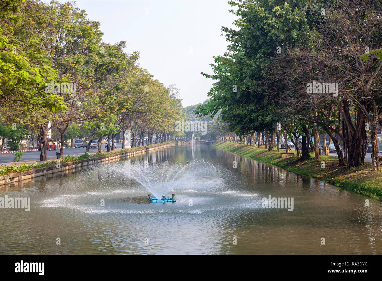 A part of the moats which surround the centre of Chiang Mai old city and its outer walls (Thailand). Here, the intense car traffic is particular: - Stock Image