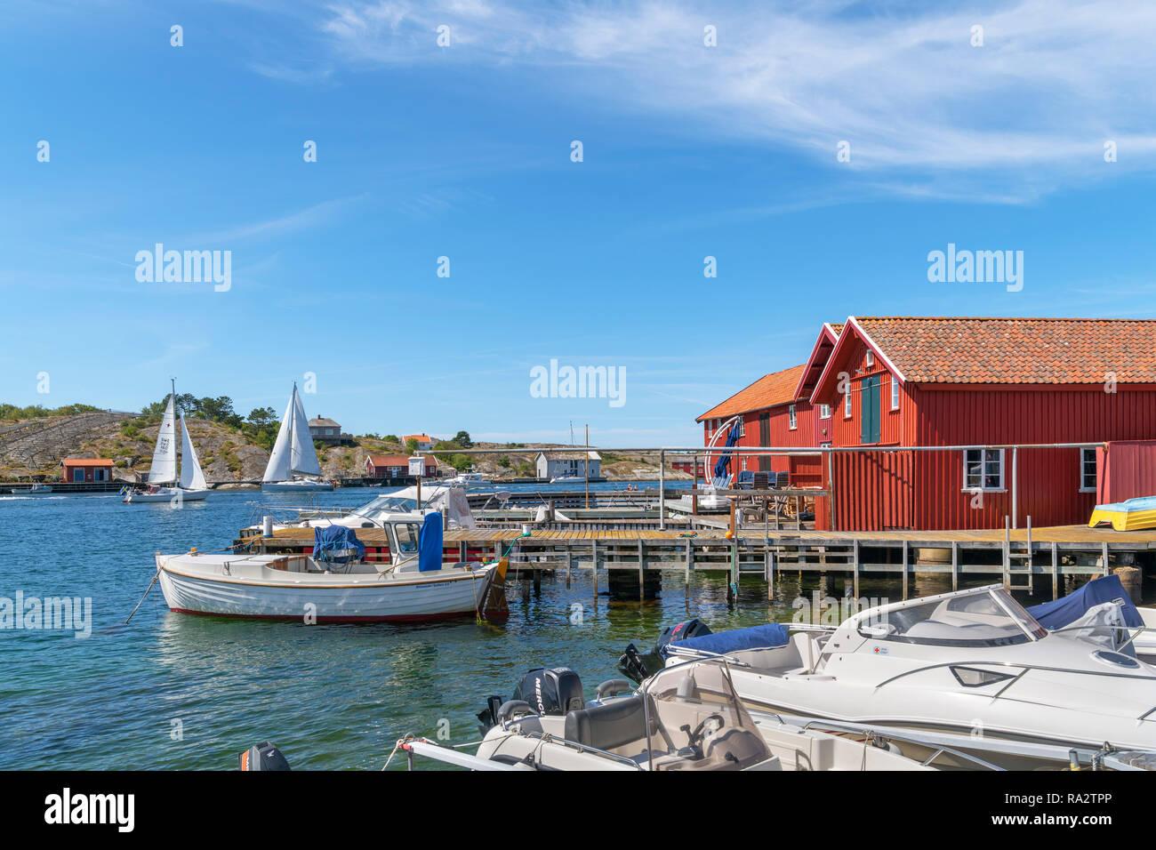 Waterfront in the fishing village of  Mollösund, Orust, Bohuslän Coast, Götaland, Sweden - Stock Image