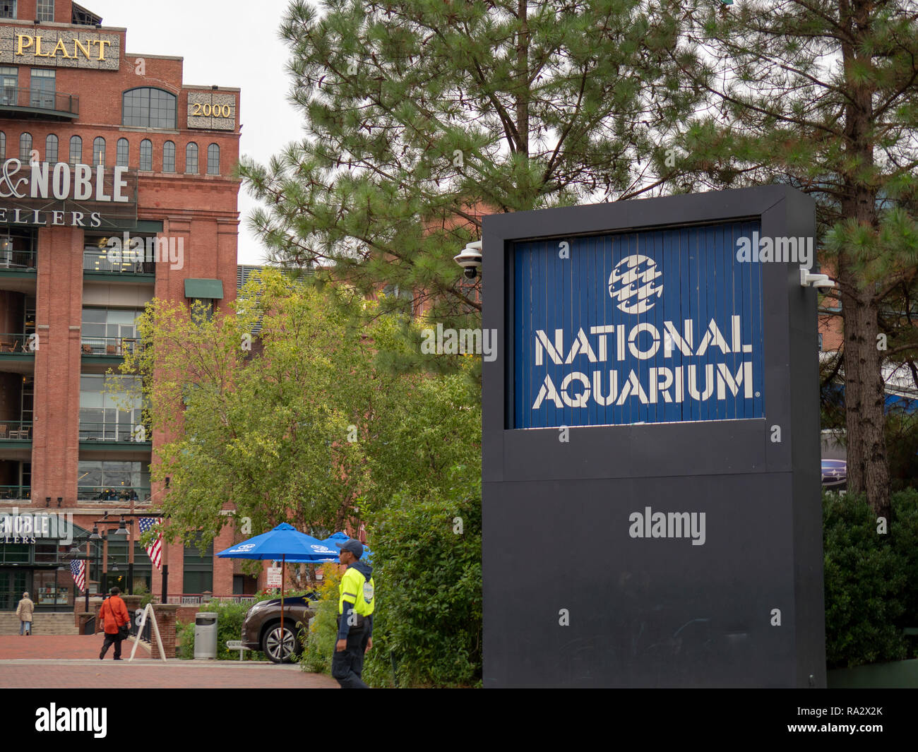 Entrance to the National Aquarium on the Baltimore Inner Harbor with Power Plant shopping plaza in background - Stock Image