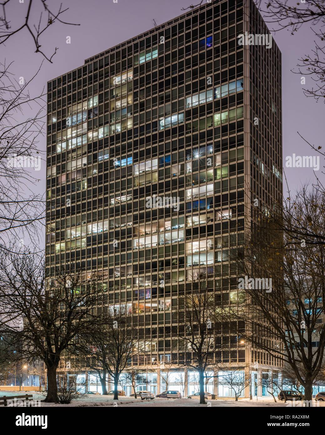 Chicago Mies Van Der Rohe Tour mies van der rohe chicago stock photos & mies van der rohe