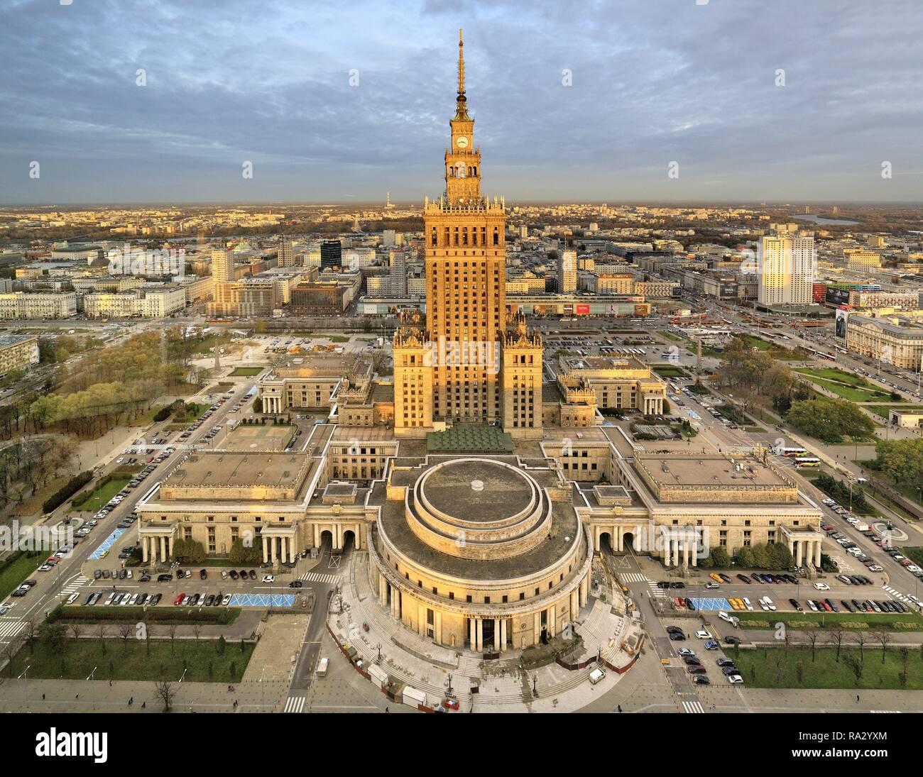 Polska , Mazowsze , Warszawa , Centrum , Palac Kultury i Nauki w Srodmiesciu Poland , Mazovia , Warsaw , Center , downtown of Warsaw and the Culture and Science Palace - Stock Image