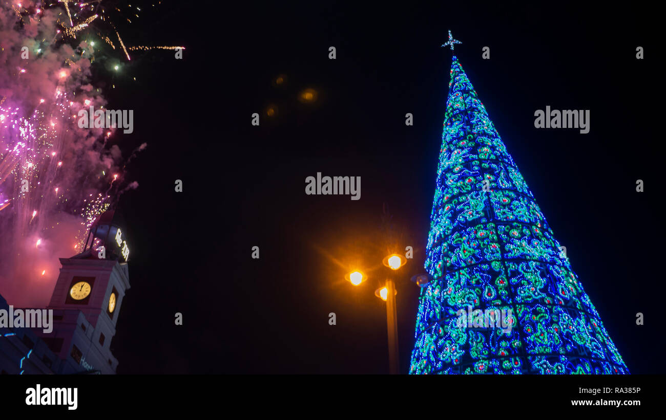 Madrid, Spain. 1st Jan 2019. Hundreds of people gathered at Puerta del Sol in Madrid to welcome the new year 2019. Credit: Lora Grigorova/Alamy Live News - Stock Image
