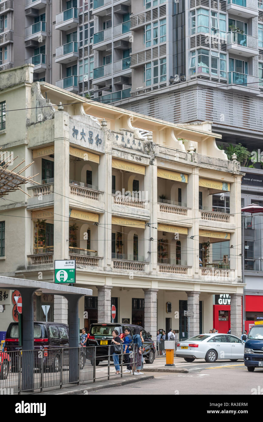 The Pawn bar and restaurant occupies this pre-war Chinese tenement in Hong Kong's Wan Chai district. Its original tenant was the Woo Cheong Pawn Shop - Stock Image