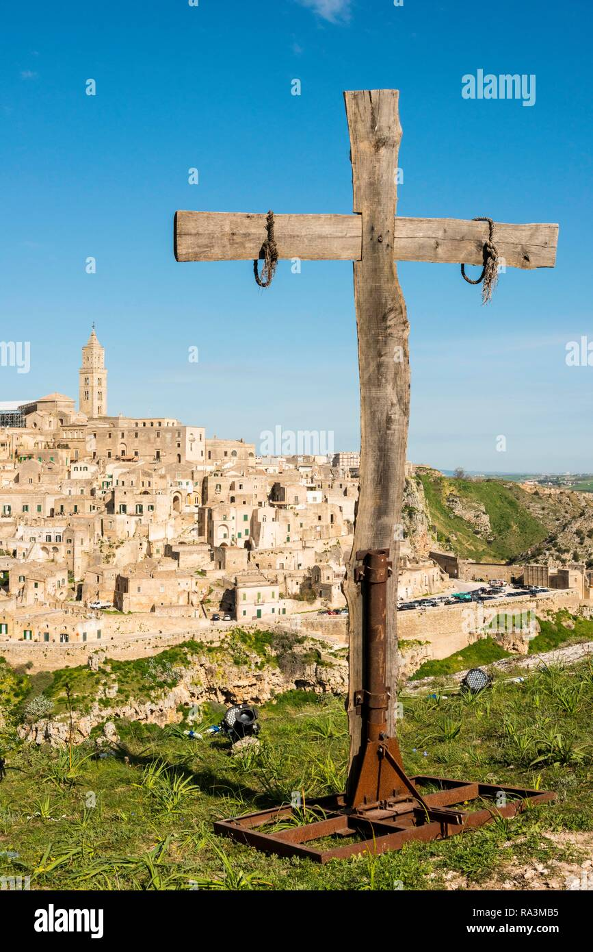 Viewpoint with cross and view to the old town, Matera, Basilicata, Italy - Stock Image