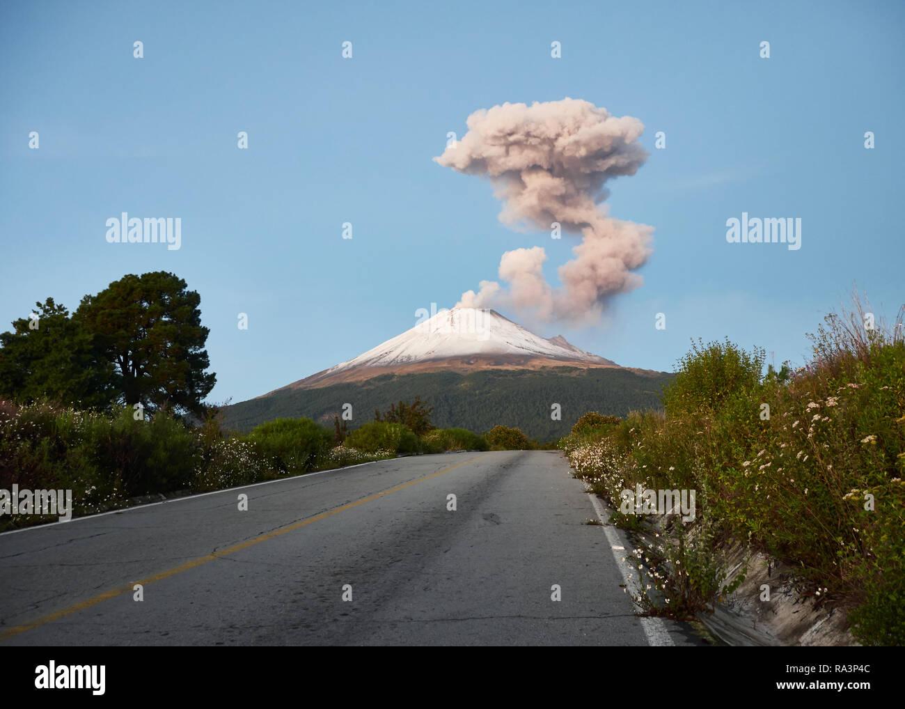 Fumaroles on Popocatepetl volcano seen from the street Ruta de Evacuación at morning - Stock Image