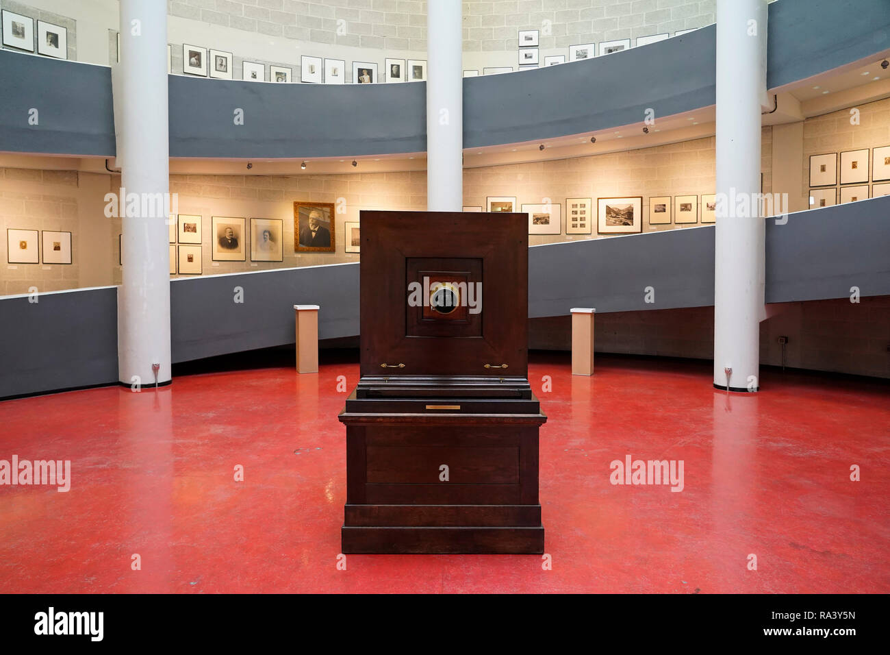 A historical repro camera from Hoh & Hahne Holux (Leipzig, 1895) exhibited at the museum of photography in Markleeberg, Saxony, Germany. - Stock Image