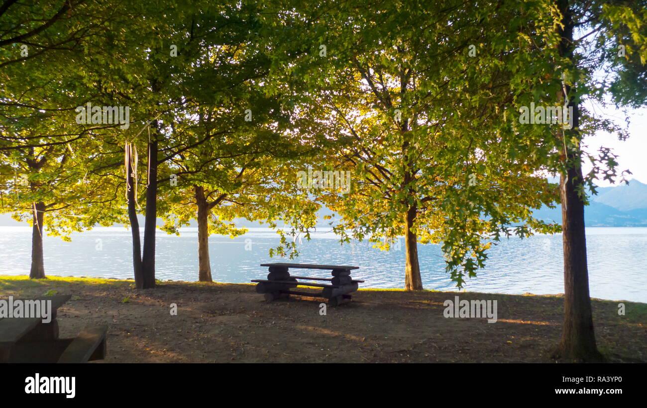 Morgenstimmung am Ufer von Dongo am Comer See, in prächtigen Farben Stock Photo