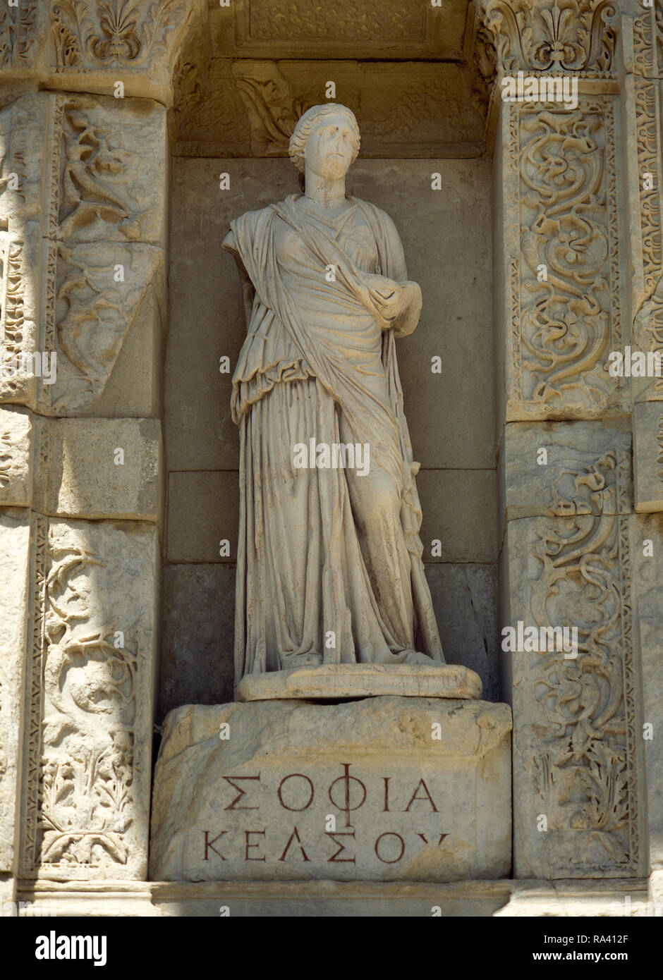 Turkey. Izmir province. Ephesus. Library of Celsus. Roman building built in honour of the Roman Senator Tiberius Julius Celsus Polemaeanus, 2nd century AD. Facade. Statue in the niche which symbolizes the Wisdom (Sophia). These are the virtues of Celsus. They are  copies of the originals. Anatolia. - Stock Image