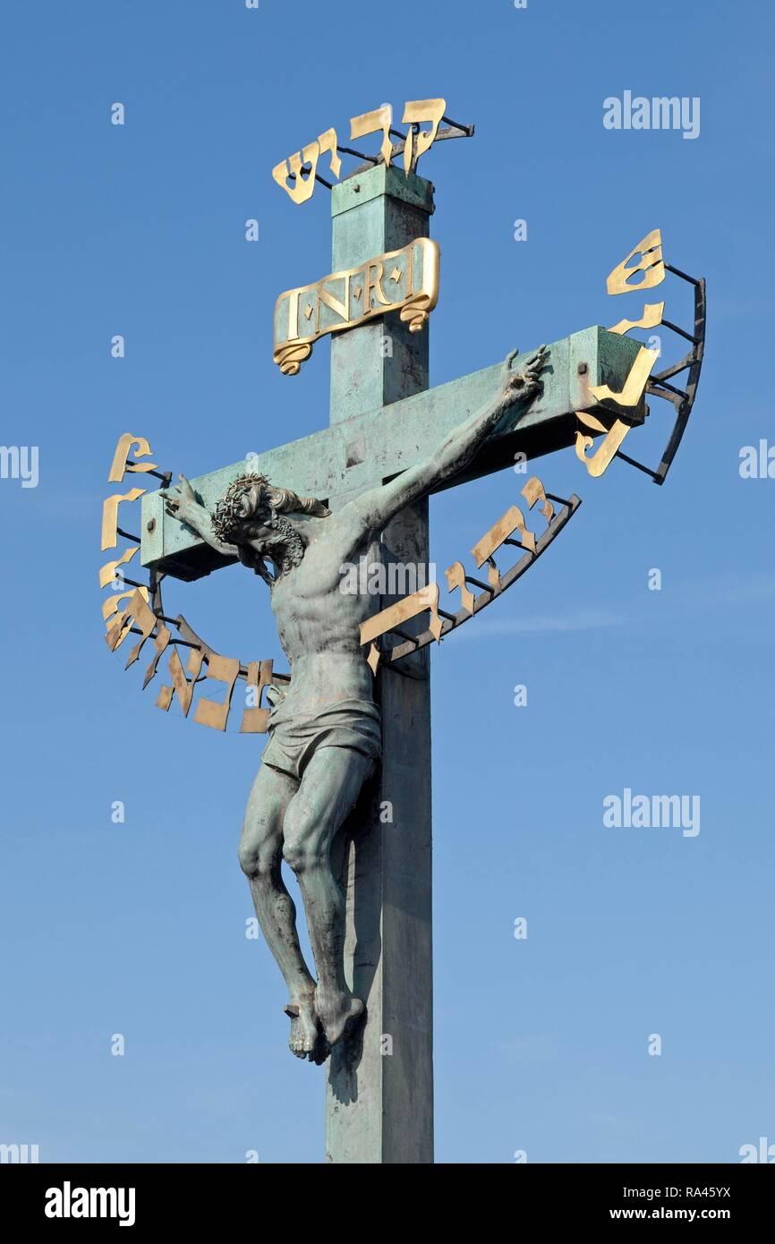 Crucifix with Hebrew script, Charles Bridge, Prague, Czech Republic - Stock Image
