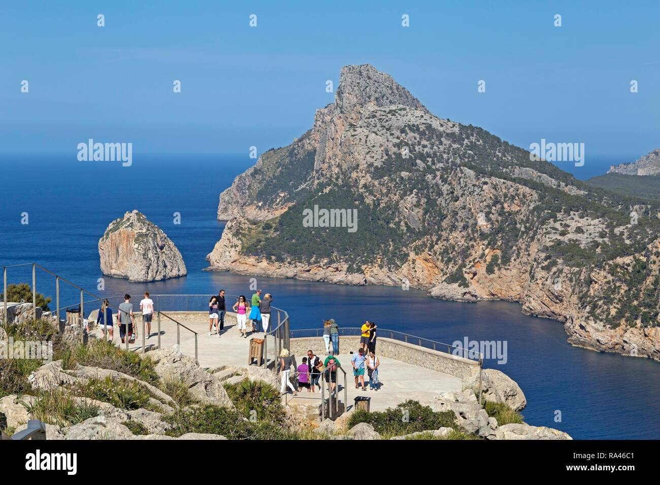 Tourists at the viewpoint, Mirador d' Es Colomer, also Mirador del Mal Pas, Peninsula Formentor, Majorca, Spain - Stock Image