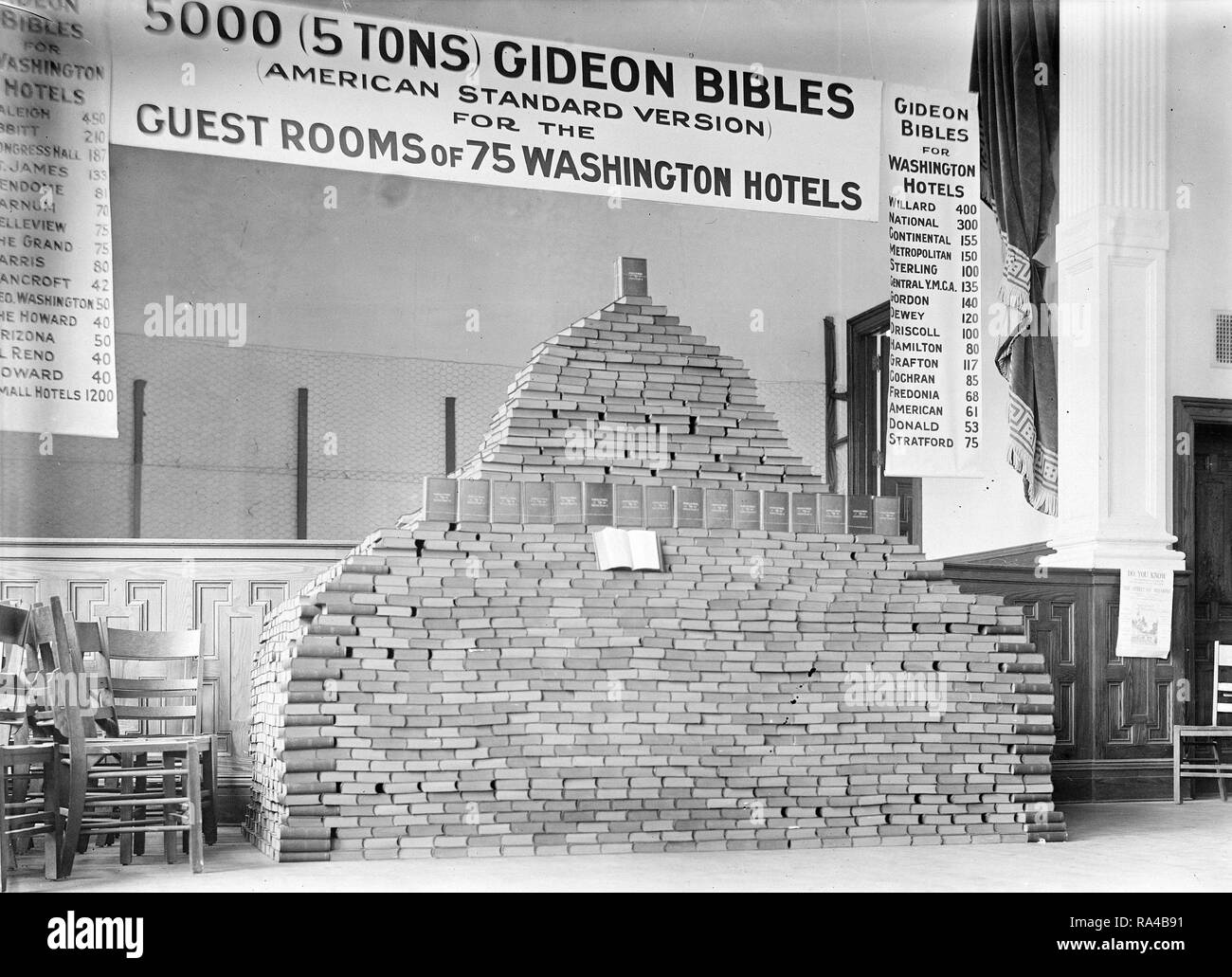 Stack of Bibles, 5000 bibles (Gideon American Standard Version bibles) for Washington D.C. Hotels ca. 1913 - Stock Image