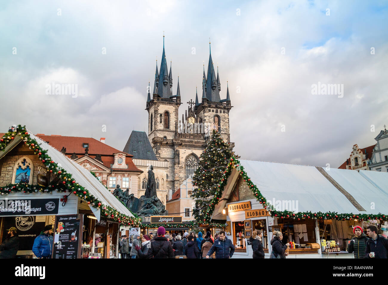 Festive Christmas market at the Old Town Square in Prague, Czech Republic. - Stock Image