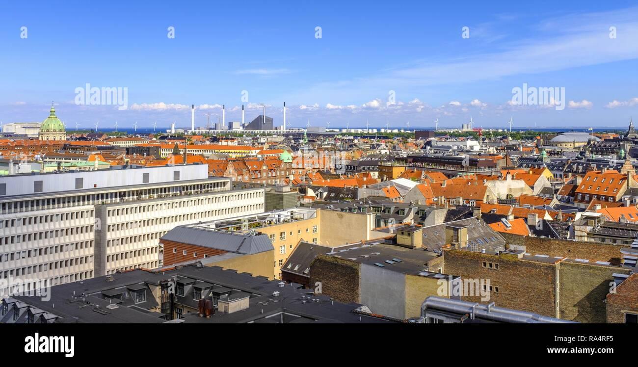 Dania - region Zealand - Kopenhaga - panorama centrum miasta z lotu ptaka Denmark - Zealand region - Copenhagen city center - panoramic aerial view of the central Copenhagen and outskirts in the backg - Stock Image