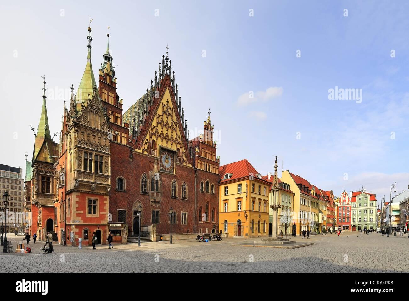 Polska - Slask - Wroclaw - Stare Miasto - Rynek i Ratusz - historyczna dzielnica Wroclawia Poland - Silesia - Wroclaw - old town and market square with city hall in historic quarter of Wroclaw - Stock Image
