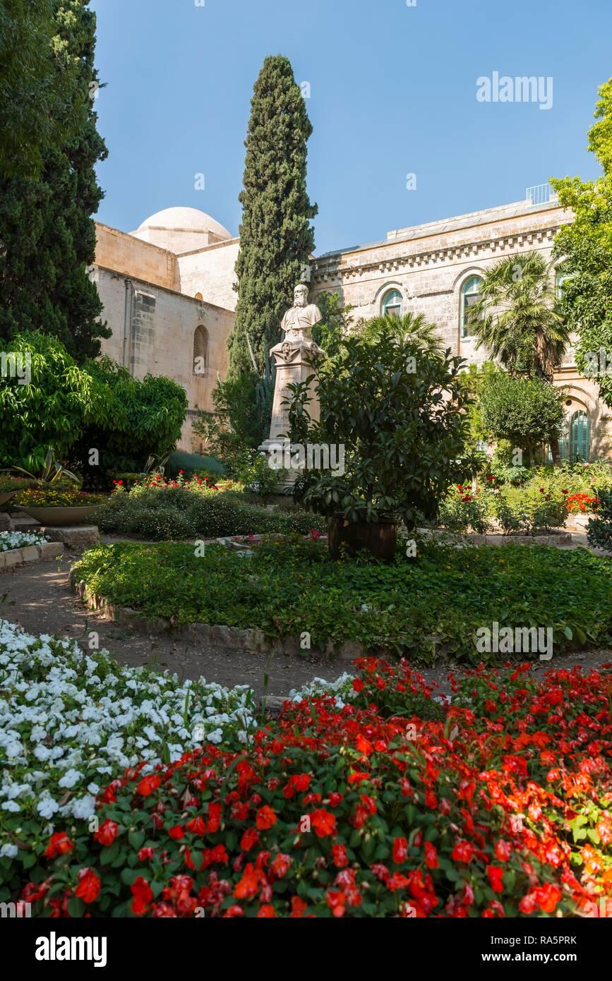 Garden, Romanesque St. Anne's Church, Old Town, Jerusalem, Israel - Stock Image