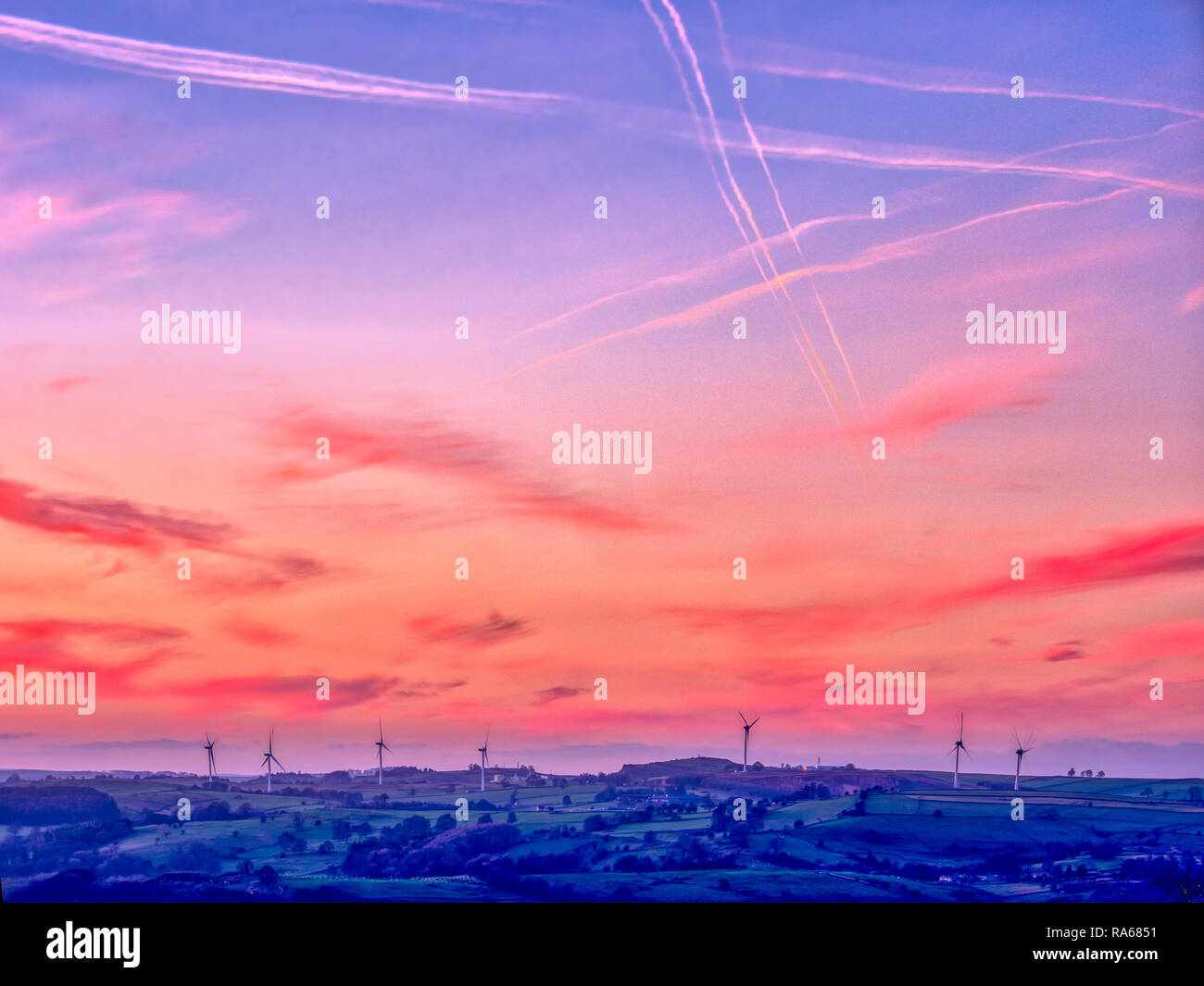 Wirksworth, Derbyshire, UK. 1st January, 2019. UK Weather: spectacular first sunset of 2019 wind turbines near Brassington / Wirksworth Derbyshire Credit: Doug Blane/Alamy Live News Stock Photo