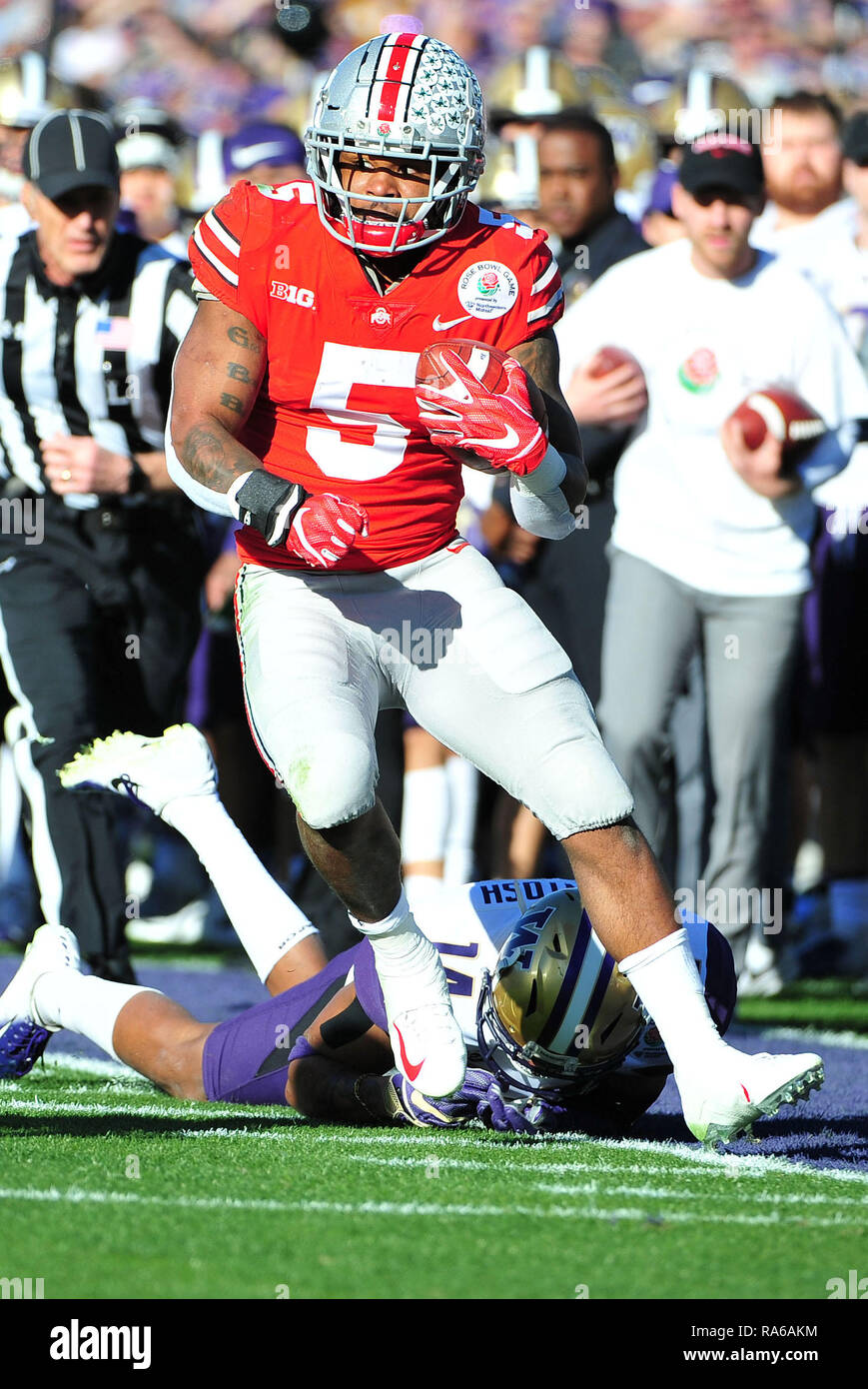 Pasadena, CA. 01st Jan, 2019. Ohio State Buckeyes Running Back Mike Weber #5 during the 2019 Rose Bowl game between the Washington Huskies and the Ohio State Buckeyes at the Rose Bowl Stadium in Pasadena, CA. John Green/CSM/Alamy Live News Credit: Cal Sport Media/Alamy Live News Stock Photo