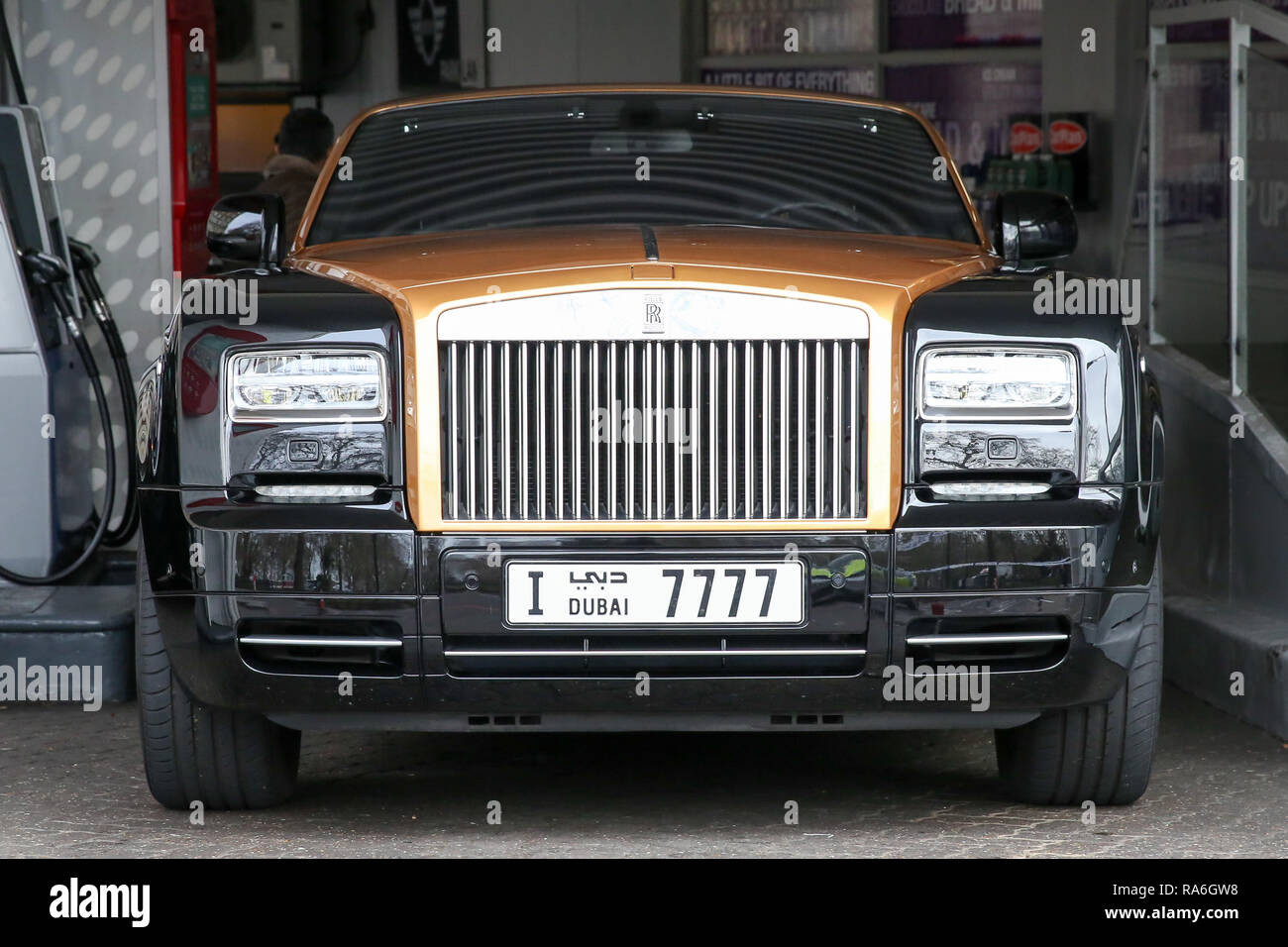 London Uk 2nd Jan 2019 A Rolls Royce Convertible With